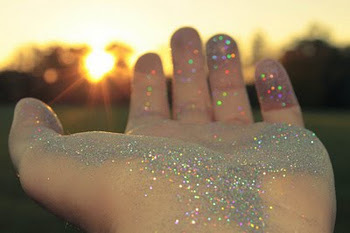 Glitter-hand-magic-dust-favim.com-353295_large