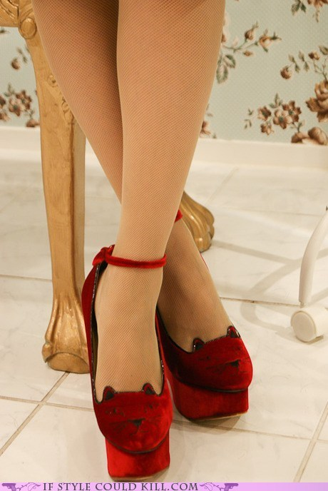 cool accessories kitten heels large Crazy Shoes and Cool Accessories: If Style Could Kill   Page 2