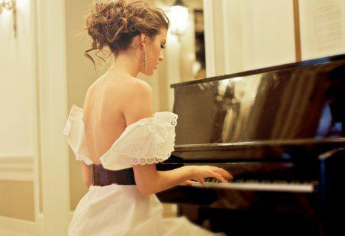 Brunette-cute-dress-girl-piano-favim.com-354777_large