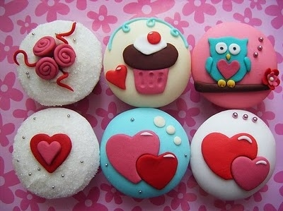 Cupcakes-cute-dessert-food-heart-favim.com-116815_large_large