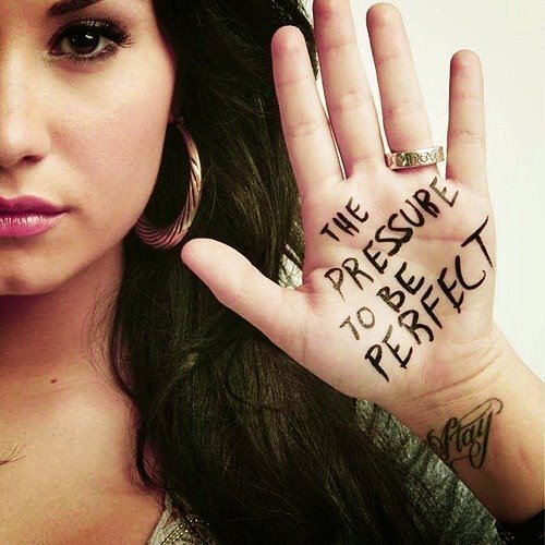 Demi-lovato-perfect-pressure-pretty-selena-favim.com-356028_large