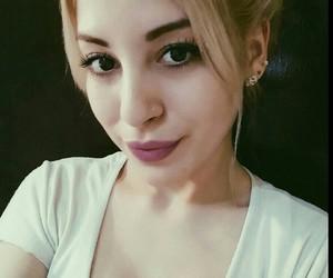 brunette+
