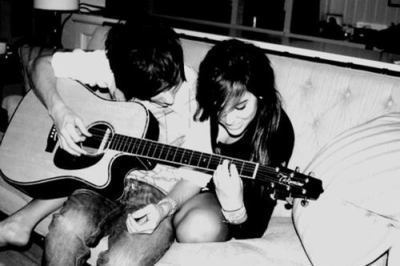 Couple-crazy-couple-cute-guitar-love-favim.com-356947_large