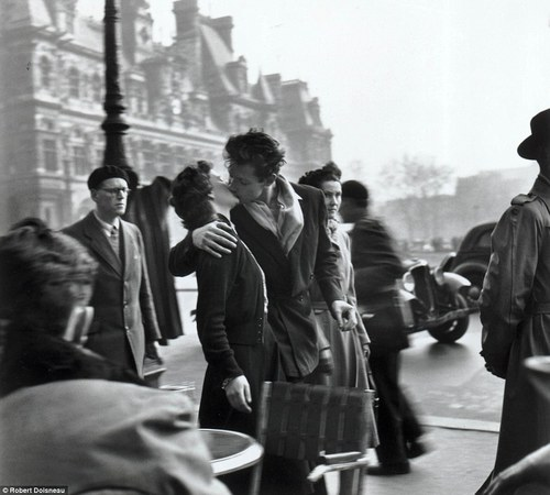 Robert Doisneau: Google Doodle marks 100 years since birth of French photographer | Mail Online