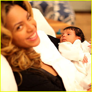 Blue-ivy-carter-first-pictures_large