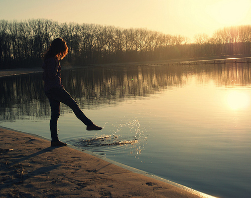 Alone-girl-lake-sunset-trees-favim.com-124703_large