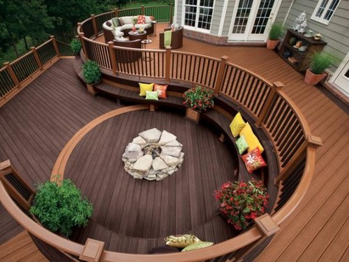 Circular-deck-perfect-for-a-large-party-554x415_large