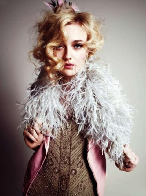 Z11590750x_dakota-fanning-w--wonderland-_large