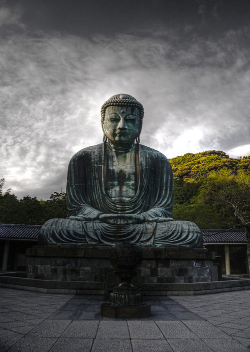The_great_buddha_of_japan_by_theraider_large