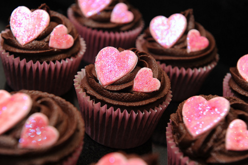 1320838193_cupcakes-food-heart-favim.com_large