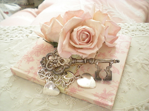 Beautiful-fashion-girly-heart-key-favim.com-404931_large