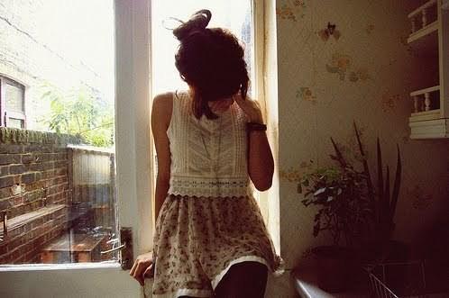 Girl_sad_photography-7a749f9423ea545c98ac9aa8bd0455b6_h_large_large