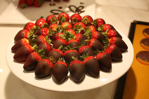 Chocolate-strawberry-yummy-favim.com-406579_large