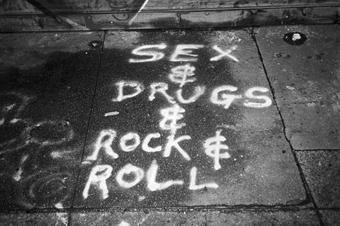Floor-sex-drugs-rock-n-roll-street-favim.com-348850_large