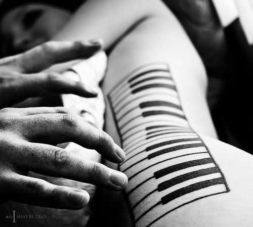 Music_piano_art_black_and_white_hands_photography-801570b46ce1ea578b372964ac46a2da_h_large