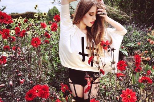 Fashion-flower-girl-favim.com-411623_large