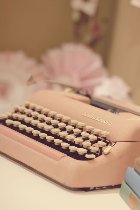 Pink-pretty-typewriter-vintage-favim.com-411813_large