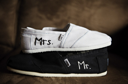 Black-and-white-couple-shoes-toms-favim.com-413001_large