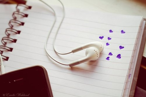 Headphones-hearts-iphone-love-music-favim.com-413932_large