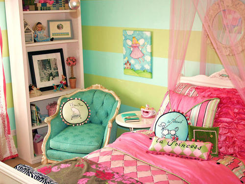 http://data.whicdn.com/images/27820672/pink-french-themed-bedroom_large.jpg