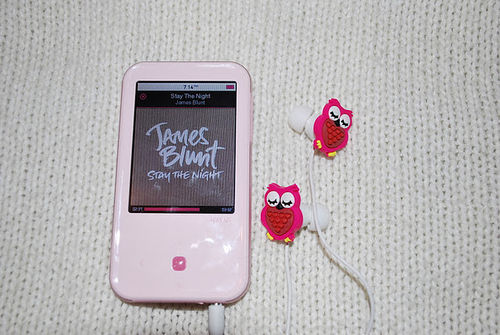 Cute-earphones-music-owl-pink-favim.com-406540_large