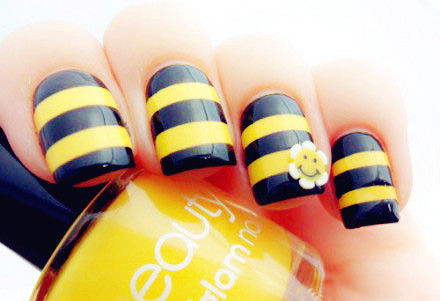 Cute_20bee_20nails-f07715_large