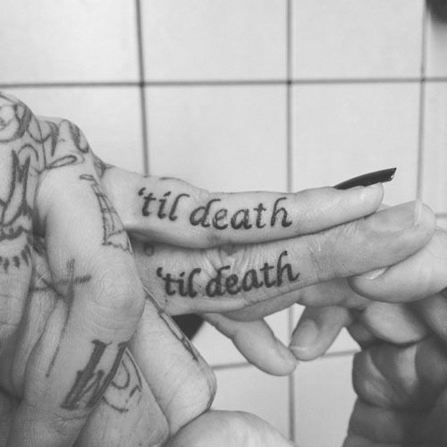 Bampw-black-and-white-couple-death-finger-favim.com-415907_large
