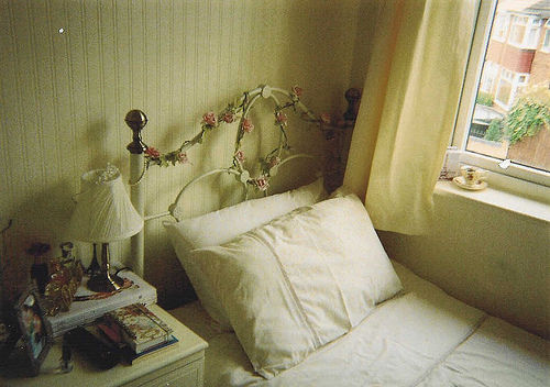 This is who I am - nonamesareleft: Bedroom (by Elizabeth Anne...