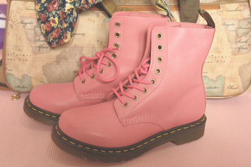 Pink_dr_martens_large