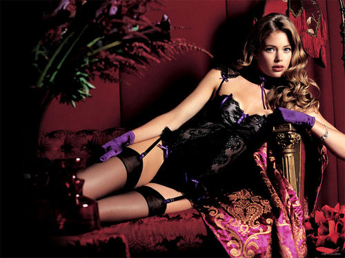 Doutzen_kroes_spicy_wallpaper_6_large