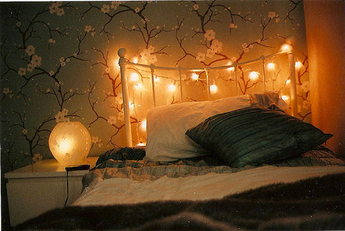 Bed-design-fairy-lights-flower-interior-favim.com-417886_large