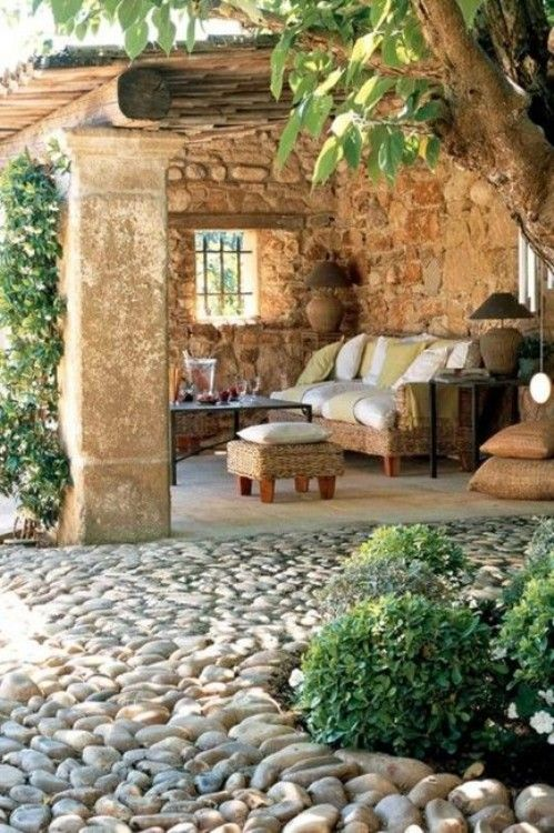 Cozy-outdoor-room_large