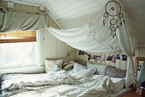 Bed-white-bedroom-dream-catcher-quarto-room-favim.com-426990_large