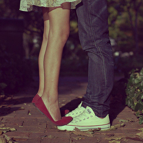 Couple_cute_feet_kiss_love_tiptoes-73dbcc455e812c3a7f74d8a7014334d8_h_large