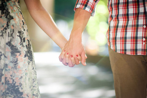 Couple-cute-holding-hands-love-photography-favim.com-427619_large