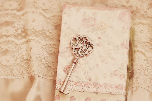 http://data.whicdn.com/images/28878177/key-lace-vintage-Favim.com-316586_large.jpg