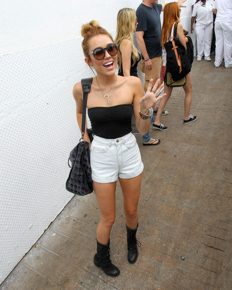 Miley Cyrus Draws A Crowd In Miami - Pictures - Zimbio