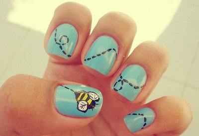 Bee-nails-blue-bumble-bee-cute-nails-trail-favim.com-54627_large_large