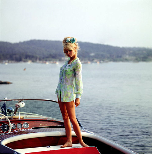 Alfred and friends - aimez-vous-sagan: nevver: Waiting for Bardot