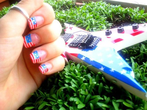 America-beautiful-fashion-girl-grass-favim.com-261224_large