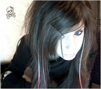 Funky_long_emo_haircut_with_side_swept_bangs_hair_for_teen_girls_large