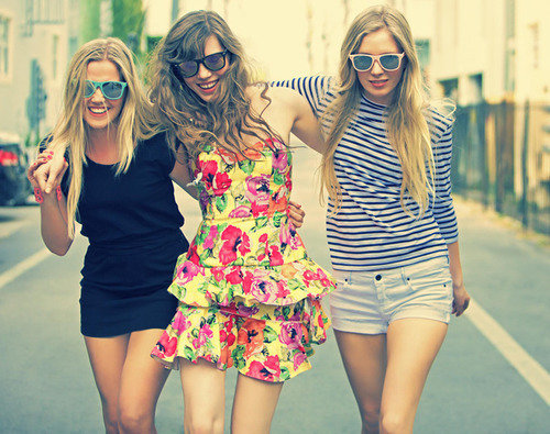 Best-friends-dress-girl-glasses-happiness-favim.com-436965_large