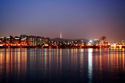 Seoul-han.river.at.night_large
