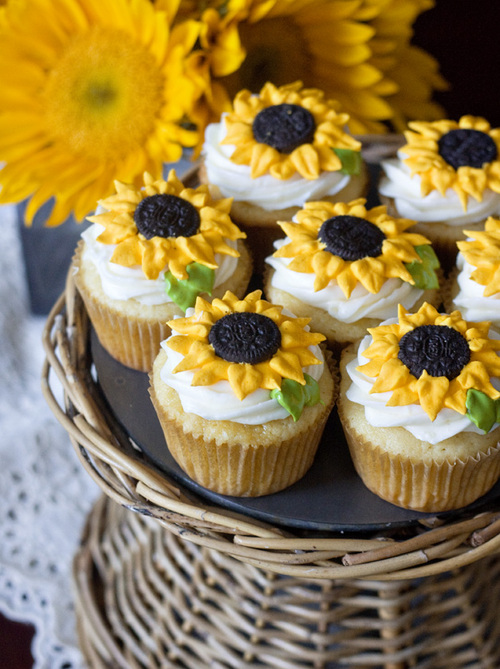 Lemon-sunflower-cupcakes_large