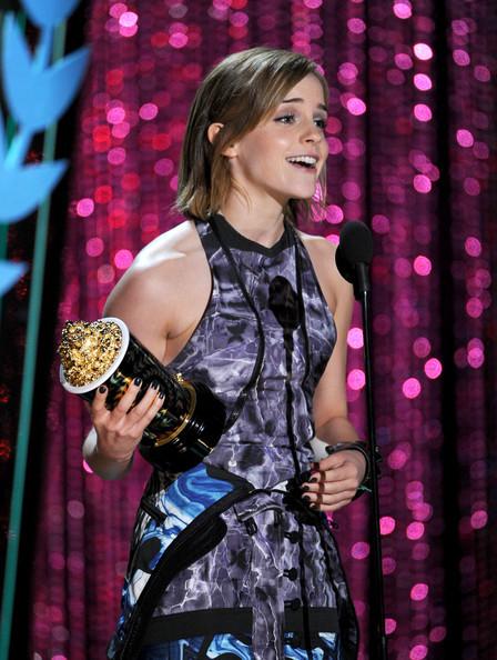 Emma_watson_2012_mtv_movie_awards_show_kq8q69u5rzfl_large