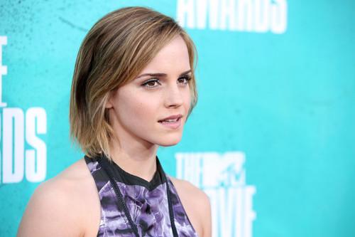 Emma_watson_2012_mtv_movie_awards_red_carpet_mos5xijo9-ll_large