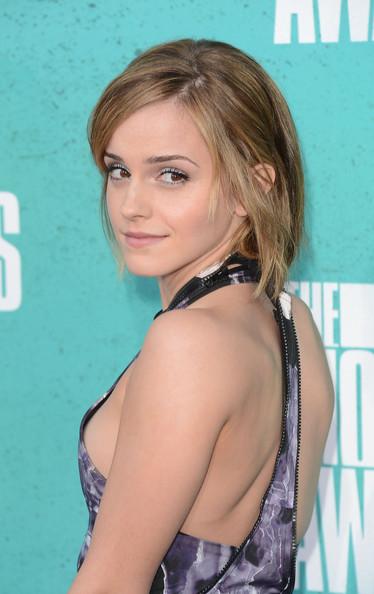 Emma_watson_2012_mtv_movie_awards_arrivals_eygio_f-vktl_large
