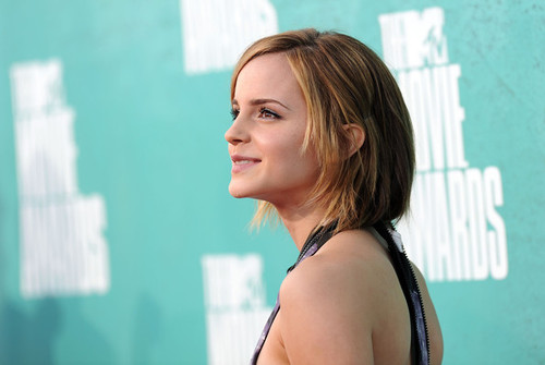 Emma_watson_2012_mtv_movie_awards_arrivals_ljktmcileail_large