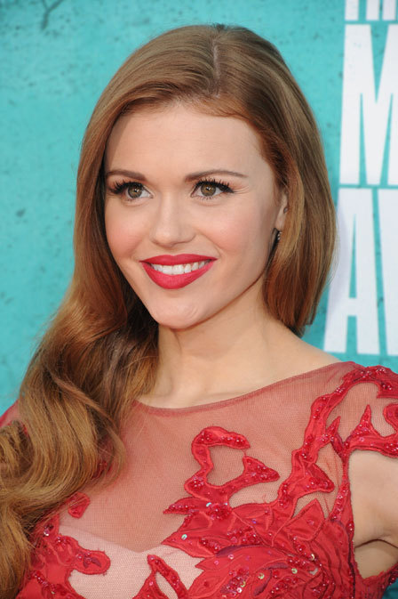 0604-holland-roden-coral-lipstick-mtv-movie-awards_bd_large