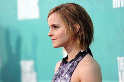 Emma_watson_2012_mtv_movie_awards_arrivals_0zfth1lg-rwl_large